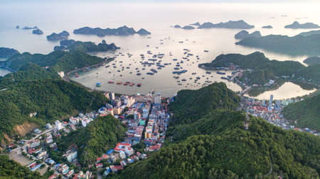 Cat Ba island from above. Lan Ha fly. Hai Phong city, Vietnam 版權商用圖片