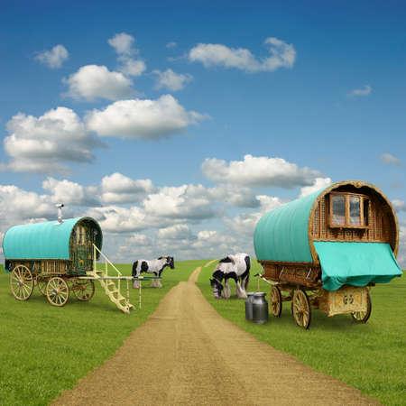 gitana: Viejos vagones de caravanas, remolques, gitana con caballos Foto de archivo
