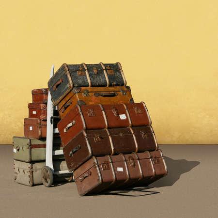 Een stapel oude Vintage Koffers - Bagage