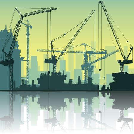 bouwkraan: Veel van torenkranen op de bouwplaats met reflectie in het water