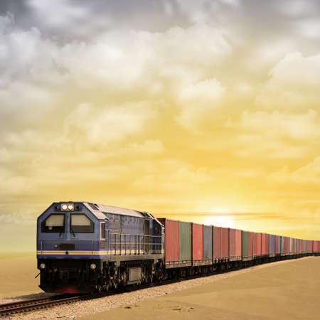 Een goederentrein met zonsondergang, zonsopgang. - Een gemanipuleerde foto met enkele illustratie elementen.