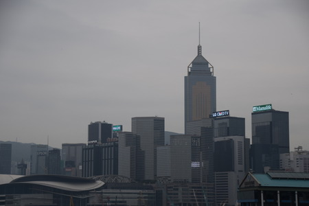 Een weergave van Hong Kong wanneer de luchtvervuiling ernstig is Redactioneel
