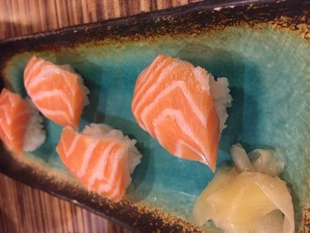 Zalm geserveerd in een Taiwanese Sushi Restaurant