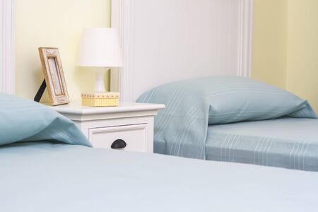 double room: double room with separate beds and lamp