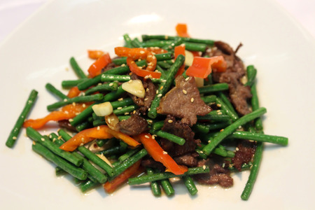 ejotes: Salsa picante lagman chino con jud�as verdes verduras.