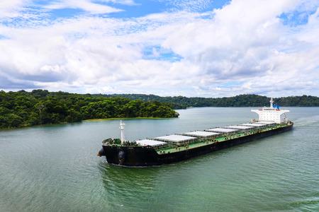 Cargo Ship at Lake Gatun, Panama Canal, Panama. Central America Man made Lake 免版税图像