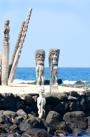 Tikis at Puuhonua o Honaunau National Historical Park on the Big Island in Hawaii 版權商用圖片
