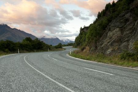 curvas: Camino rural en la ma�ana Foto de archivo
