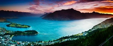 reflexion: Vista aérea del lago de Queenstown con Wakatipu