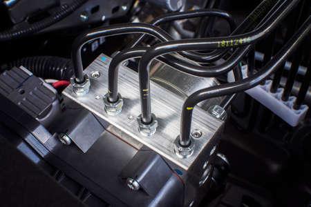Scatola di controllo del modulo dell'unità ABS con tubi dell'impianto frenante dell'auto.