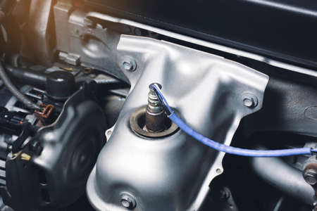 Oxygen sensor O2 in the exhaust pipe for calculating the ingredients in the engine system