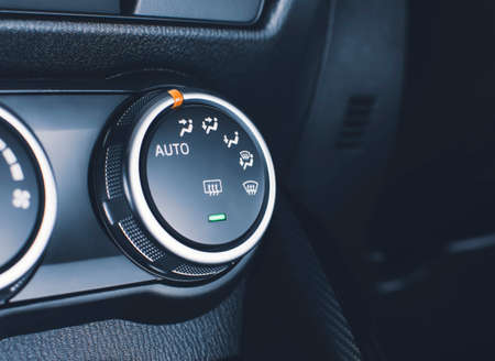 Selector button switch of the air conditioner system on car dashboard 版權商用圖片