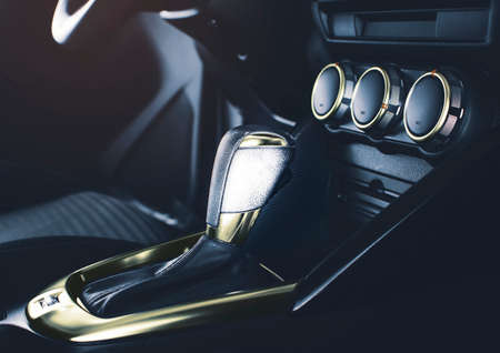 The luxury gear lever with chrome gold color of automatic transmission in the luxury automobile 版權商用圖片