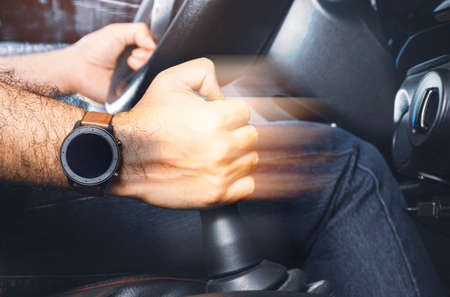 The driver controls the gear lever of manual transmission in the car 版權商用圖片