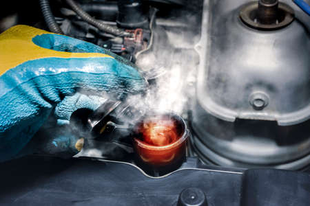 Coolant fluid high temperature and steamed smoke of the car radiator 版權商用圖片