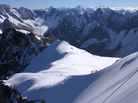 Bergsteiger auf dem Gletscher am Mont-Blanc-Massiv / Climbers on the glacier on Mont Blanc massif Stock Photo - 10618421