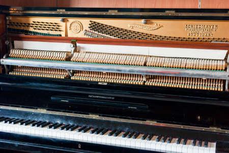 damper: Open upright piano mechanism