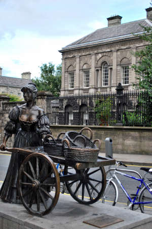 Molly Malone statue, Dublin Stock Photo - 13916716