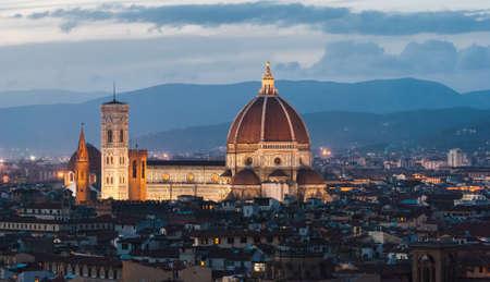 Florence, la cath�drale, panorama de nuit