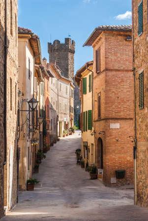 montalcino: Alley in Montalcino, Tuscany, Italy