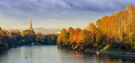 Turin (Torino), panorama avec Mole Antonelliana et de la rivi�re Po