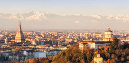 Turin Torino, panorama au coucher du soleil