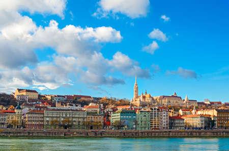 buda: Budapest, vue sur le Danube et Buda Matthias Church