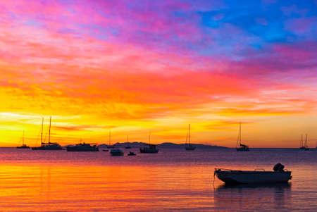 Impresionante puesta de sol en el océano