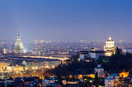 Turin (Torino), panorama de nuit Banque d'images