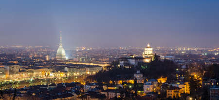Turin (Torino), nuit panorama Banque d'images