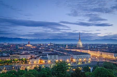 Turijn (Torino), high definition panorama in de schemering