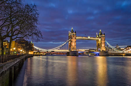 blue hour: London, Tower Bridge (blue hour)