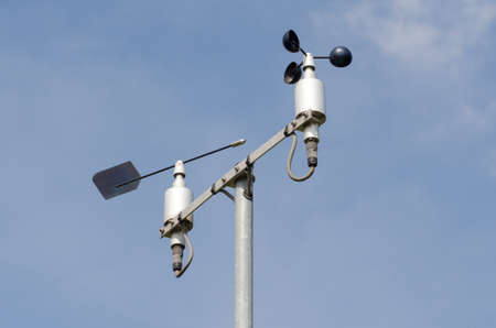 pluviometro: Estación meteorológica con anemómetro