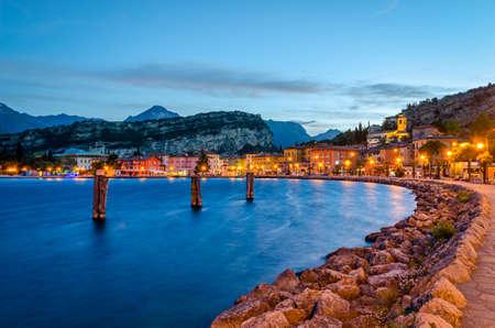 Lago di Garda, Comune di Torbole (Trentino, Italia) al mattino presto