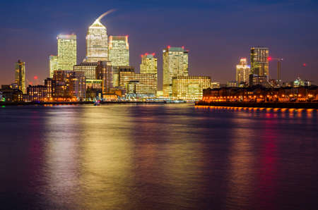 canary wharf: London Canary Wharf and Thames at night