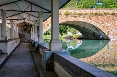 washhouse: Bevagna Lavatoio sul fiume Clitunno (ancient wash-house near the mill complex) Stock Photo