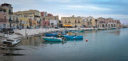Bisceglie 오래 된 포트 (Puglia 이탈리아) 스톡 콘텐츠