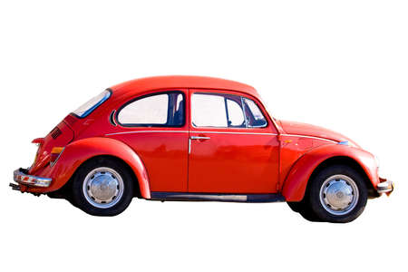 escarabajo: Jerusal�n, Israel - el 26 de diciembre de 2007: coche rojo de la vendimia Escarabajo VW 1303 (1973) aislado en un fondo blanco. Editorial