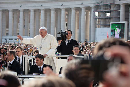 st  francis: VATICAN - October 30: Pope Francis I on the popemobile blesses the faithful crowd in St. Peter