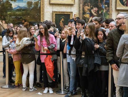 Paris, France - October 30, 2017: Visitors take photos of Leonardo DaVincis 報道画像
