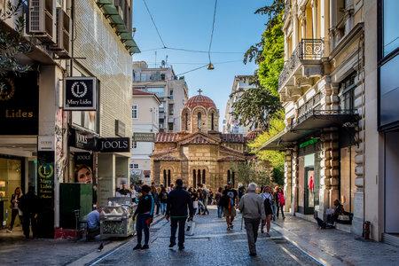 Athen, Griechenland - 25. Oktober 2018: Panaghia Kapnikarea Kirche in der Ermou Straße in Athen, Griechenland. Editorial
