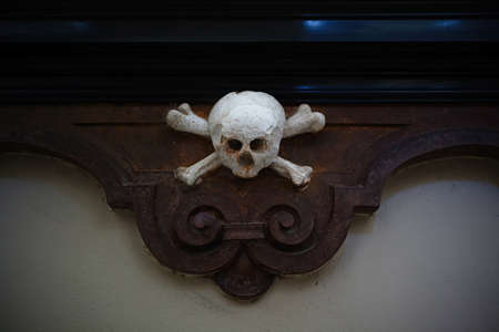 Skull and bones decoration detail in an ancient church in Vilnius, Lithuania Imagens