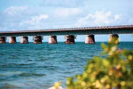 Piling support of abandoned and damaged Old Seven Mile Bridge railroad with landscape view in Florida Keys in Atlantic ocean near Overseas Highway Foto de archivo - 120481947