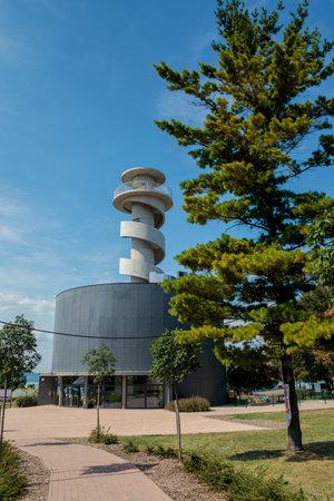 Balatonfoldvar, Hungary - August 16, 2017: Balatonfoldvar visitor centre and observation deck near the lake Balaton. Редакционное