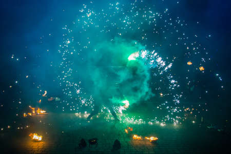 Fire show of smoke, steam and bright light effects. Dance with fire, amateur performance Фото со стока - 116977564