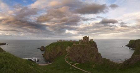 dunnottar castle: Stonehaven - Dunnottar Castle - Scotland Stock Photo