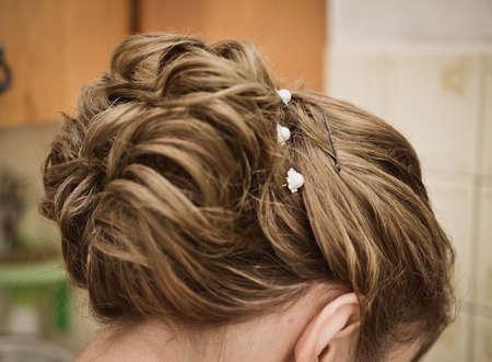 vrouwelijk kapsel voor het huwelijks achtermening Stockfoto