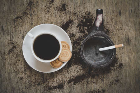 espesso: beautiful coffee with rosetta latte art on top of the vintage wooden table and green ashtray: top view shot Stock Photo