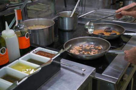 cook fries dressing for italian pasta 免版税图像
