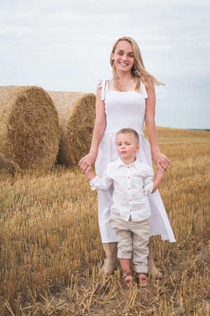 beautiful young mother and five year old son in a wheat field 免版税图像